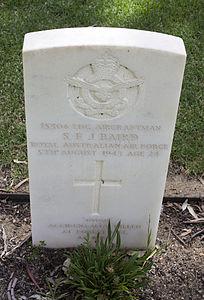 Leading Aircraftman S F J Baird gravestone in the Wagga Wagga War Cemetery.jpg