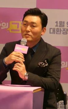 Lee Jun-hyeok at The Dude in Me press conference.jpg