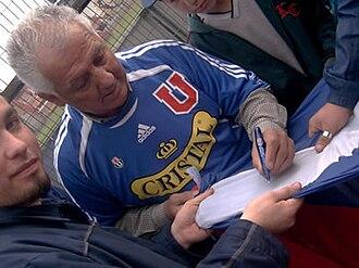 Club Universidad de Chile - Leonel Sánchez is still popular among the fans.