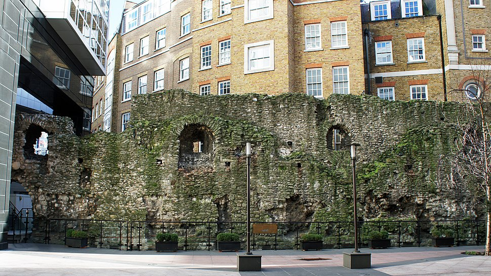 London 01 2013 Roman wall 5206