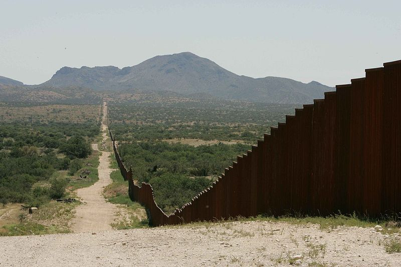 File:Long border fence.jpg