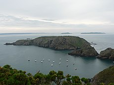 mot à mot - Page 39 230px-Looking_from_Sark_to_Brecqhou