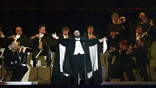 Pavarotti performing at the 2006 Winter Olympics opening ceremony Luciano Pavarotti - Concert.jpg