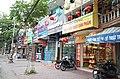 Một dãy cửa hàng trên đường Nguyễn Lương Bằng, gần ngã tư Nguyễn Lương Bằng - Phạm Ngũ Lão - Điện Biên Phủ - Lê Thanh Nghị, thành phố Hải Dương, tỉnh Hải Dương.jpg
