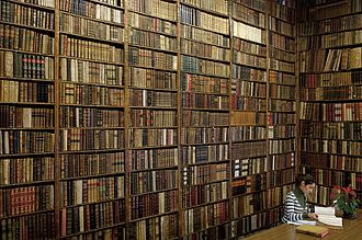 Used bookstore - A store of used books in Madrid