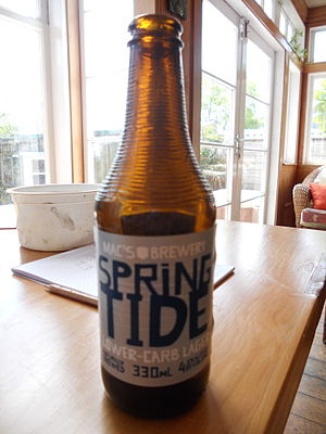 Lion (Australasian company) - Mac's Brewery Spring Tide beer bottle