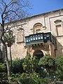 Malte La Valette Palais Grand Maitre Grande cour - panoramio.jpg