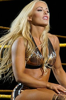Mandy Rose WrestleMania 32 Axxess.jpg