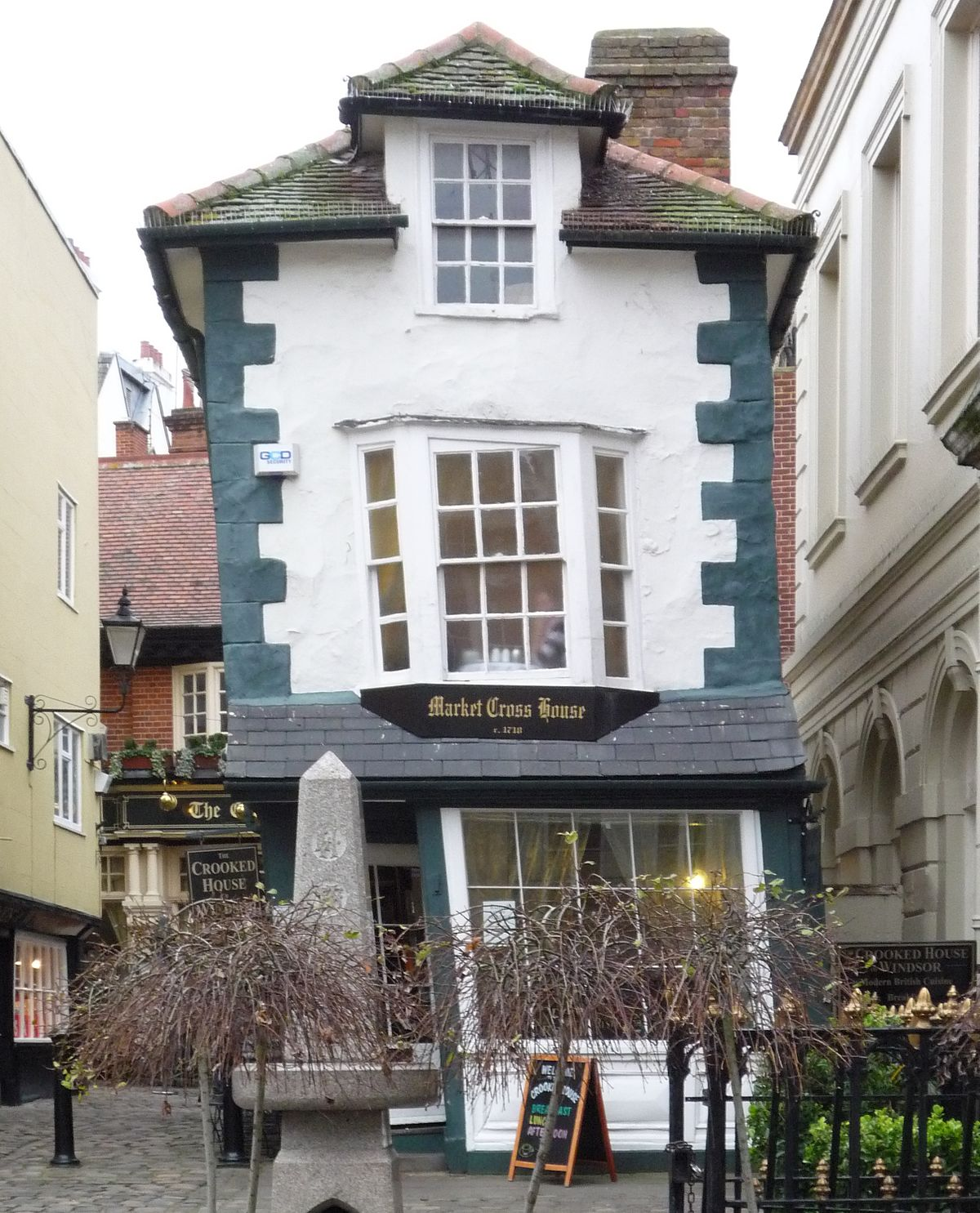 Crooked house of windsor wikipedia for Windsor house