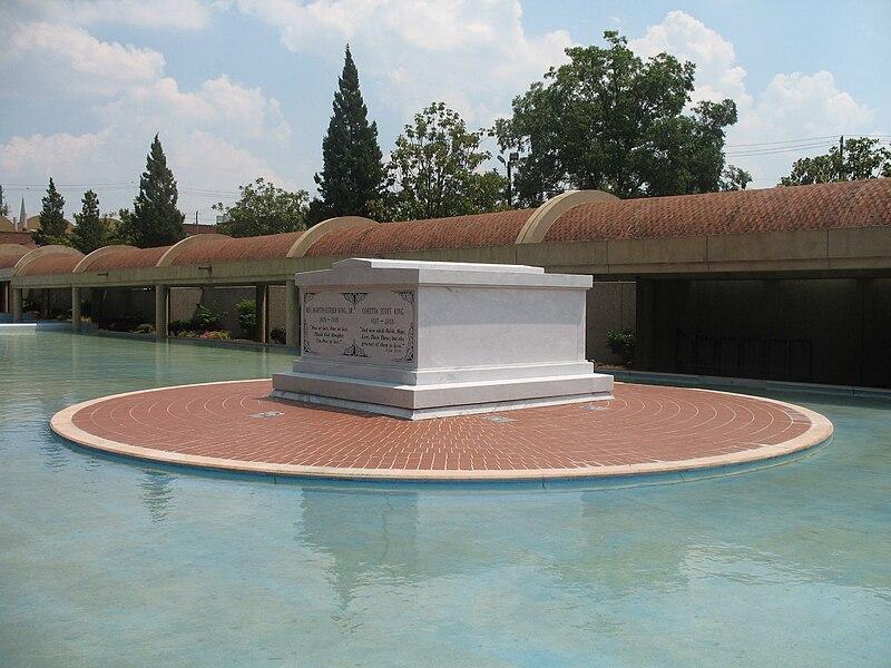 Martin Luther King Jr Coretta Scott King Tomb.jpg