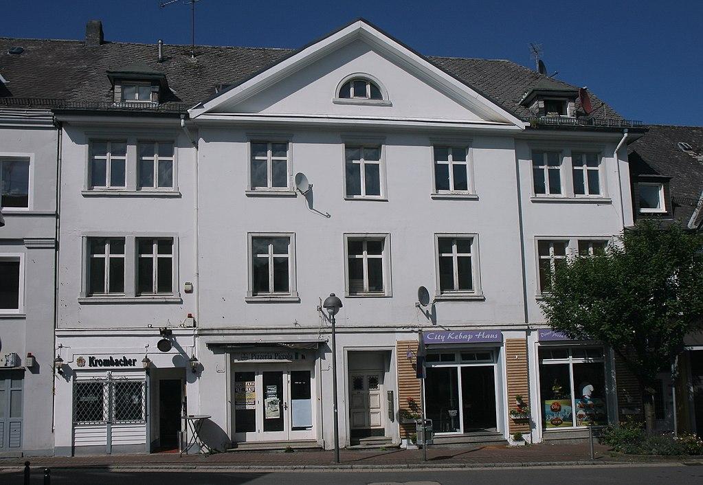 1024px-Meinerzhagen-Hauptstra%C3%9Fe29-1-Bubo.JPG