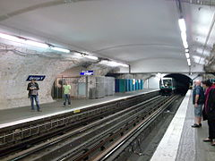 Metro paris station george v.jpg