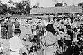 Militaire begrafenis. Cavaleristen KNIL en Huzaren van Boreel salueren bij het g, Bestanddeelnr 5930.jpg
