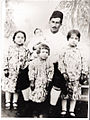 Minareliköylü Mustafa Halil ve çocukları (1929).jpg