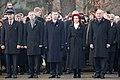Ministru prezidents Valdis Dombrovskis piedalās svinīgajā vainagu nolikšanas ceremonijā Rīgas Brāļu kapos (6333619397).jpg