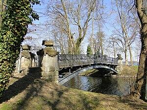 Mirow - Image: Mirow Schloss Liebesinsel Brücke 2010 04 07 057
