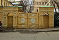 Moscow, gates in Denezhny Lane.jpg