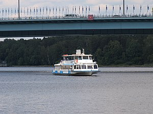 Moskva-89 on Khimki Reservoir 25-jun-2012 01.JPG