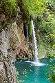 Nahaufnahme von kleinem Wasserfall im Nationalpark Plitvicer Seen, Kroatien (48669960638).jpg
