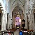 Nef de l'église abbatiale Saint-Pierre de Marcilhac-sur-Célé.jpg