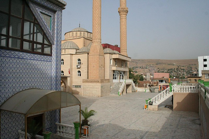 Fil:Noah-Mausoleum-Cizre-Turkey-August-2009-7.jpg