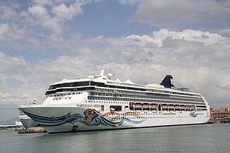 Norwegian Spirit - Image: Norwegian Cruise Line Norwegian Spirit 07 IMO 9141065 @chesi