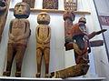 Nuova guinea, statue di spiriti e antenati 03.JPG