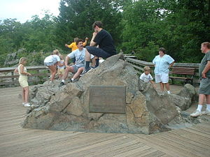 Olmsted Island - Image 1: A scenic overlook is built into a rock on Olmsted Island