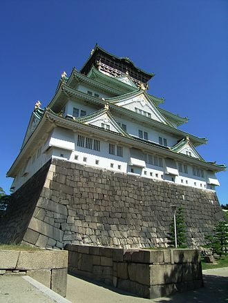 Osaka International Ladies Marathon - The city course loops past Osaka Castle twice