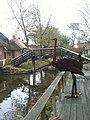 Ostrich statue in Giethoorn.jpg