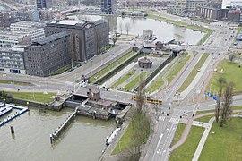 Overzicht van de Parksluizen, gezien vanaf de Euromast - Rotterdam - 20426481 - RCE