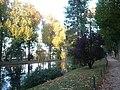 P1070404 Piece d'eau cypres chauves et allee du parc Meissonier.JPG
