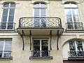 P1240656 Paris IV quai Orleans n28-30-32 detail facade rwk.jpg