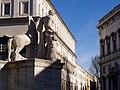 Palazzo del Quirinale e uno dei Dioscuri.jpg