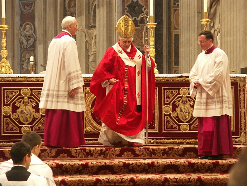 File:Papst Benedikt XVI., Pfingstmesse im Petersdom, 15. Mai 2005 4.jpg