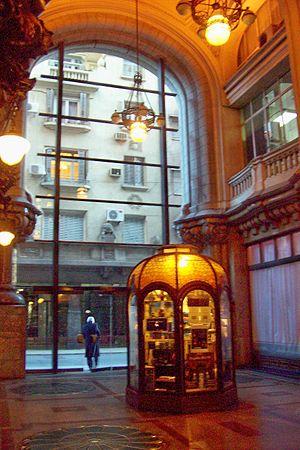 Palacio Barolo - Image: Pasaje Barolo negocio