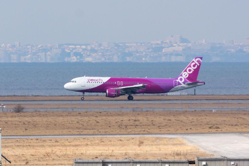 Peach Aviation, A320-200, JA810P (24549183532)