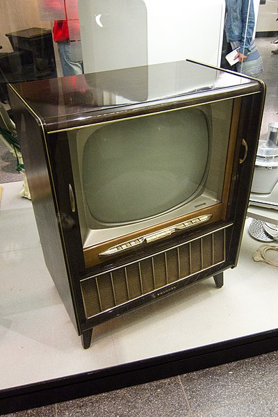 File:Philips early TV, MIM Berlin.jpg