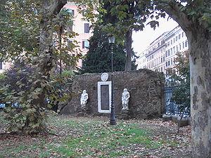 Piazza Vittorio Emanuele II (Rome) - Image: Piazza Vittorio Porta magica 9511 02