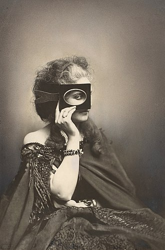 Fashion photography - The Countess in a photo by Pierre-Louise Pierson (c. 1863/66)