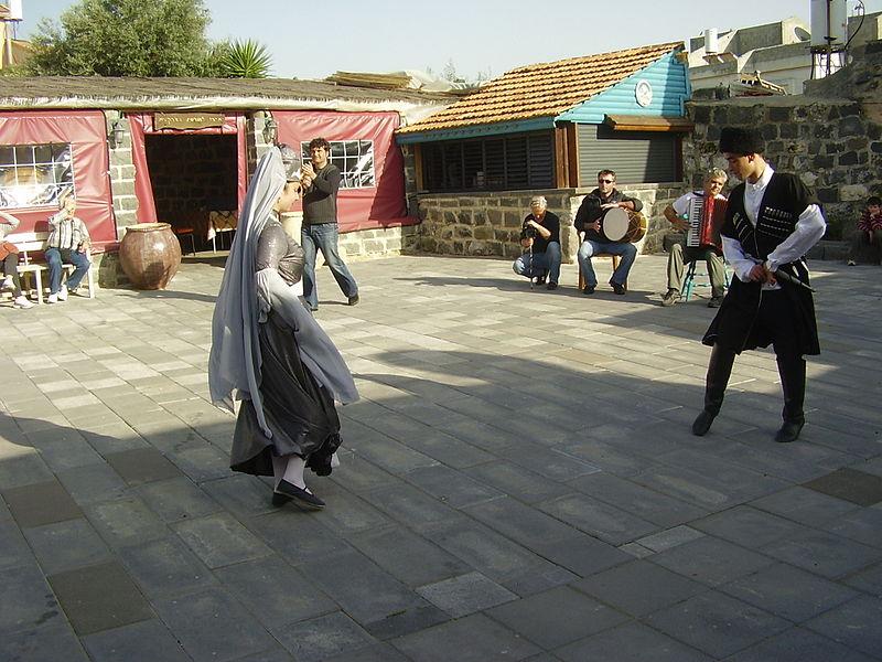 רקדנים צ'רקסיים בכפר כמא