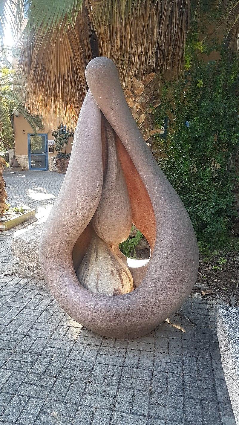פסל של שמואל ליפשיץ