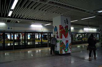Tangkeng station (Shenzhen Metro) - Image: Platform of Tangkeng Station
