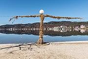 Poertschach Johannes-Brahms-Promenade Laterne mit Kletterrosen 08032017 6505.jpg