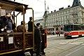 Praha, Nové Město, Most Legií, historická tramvaj se setkává s T6A5.jpg