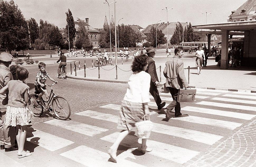 Prehod za pešce na Glavnem trgu pri Starem mostu 1961