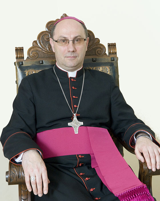 https://upload.wikimedia.org/wikipedia/commons/thumb/a/a7/Prymaspolski1.jpg/560px-Prymaspolski1.jpg