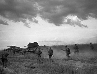 Operation Kutuzov - Soviet soldiers follow T-34s near Briansk
