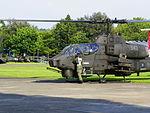 ROCA Crew Talking with Pilot of AH-1W 543 in Warming up 20140531.jpg