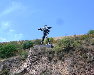 Rachisubani, Warriors monument.JPG